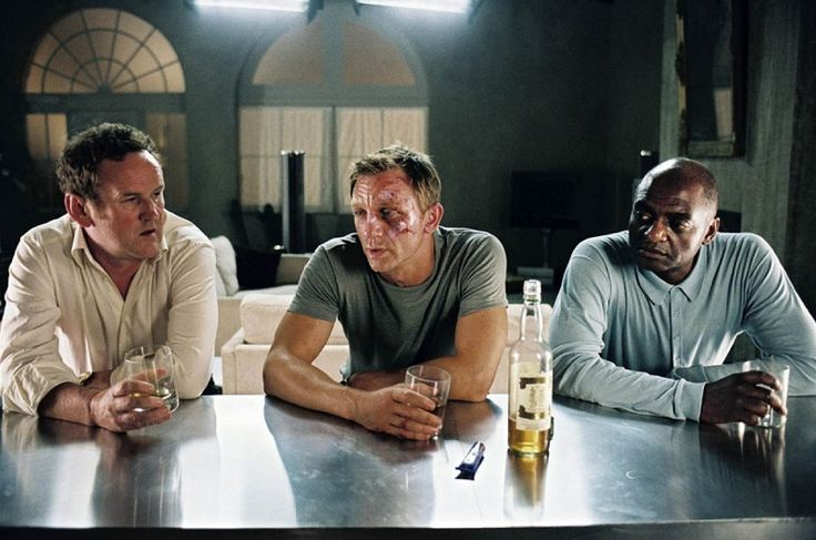 Layer Cake (2004) Dir: Matthew Vaughn Stars: Daniel Craig, Sienna Miller, Michael Gambon, Tom Hardy A successful cocaine dealer gets two tough assignments from his boss on the eve of his planned early retirement. Check movie here: http://www.primewire.ag/watch-7381-Layer-Cake-online-free