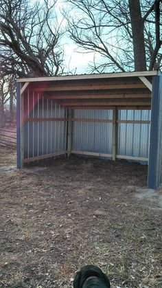 25 best ideas about horse shelter on pinterest horse for Lean to dog house plans