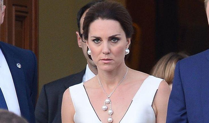 Księżna Kate zachwyciła w białej sukni na balu w Łazienkach! To projekt polskiej projektantki! | Party.pl