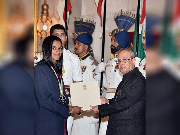 Pranab Mukherjee presents Rajiv Gandhi Khel Ratna award to P V Sindhu