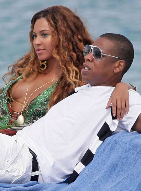 Beyonce and Jay-Z - http://www.bing.com/images/search?q=beyonce+wedding+photos=beyonce+wedding+photos=IGRE#view=detail=56B86C181A16BD92ECF7C1DB4C76E133A2AAB216=48