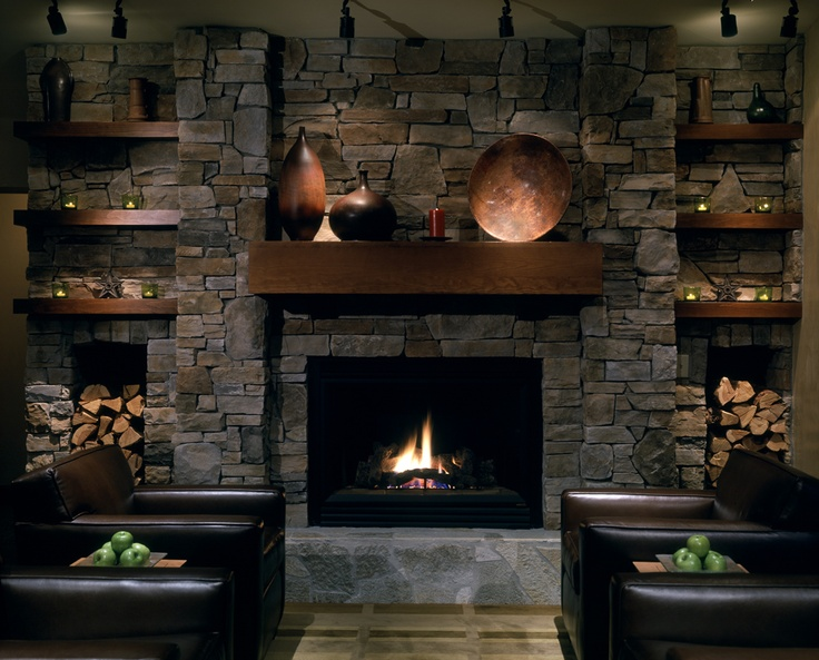 Take in a sunset or warm up by the fire in the Lone Eagle Lounge at Hyatt Regency Lake Tahoe Resort Spa and Casino.