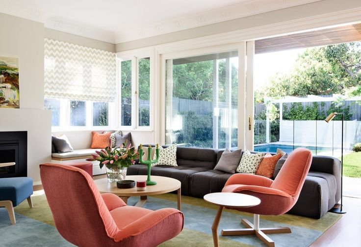 The bold colours in the custom rug harmonise with the garden and pool beyond.