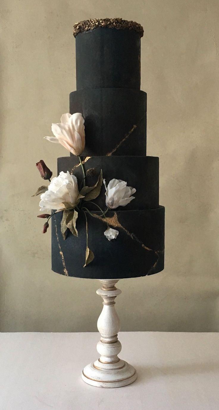 Wedding cake dramatic black with magnolia