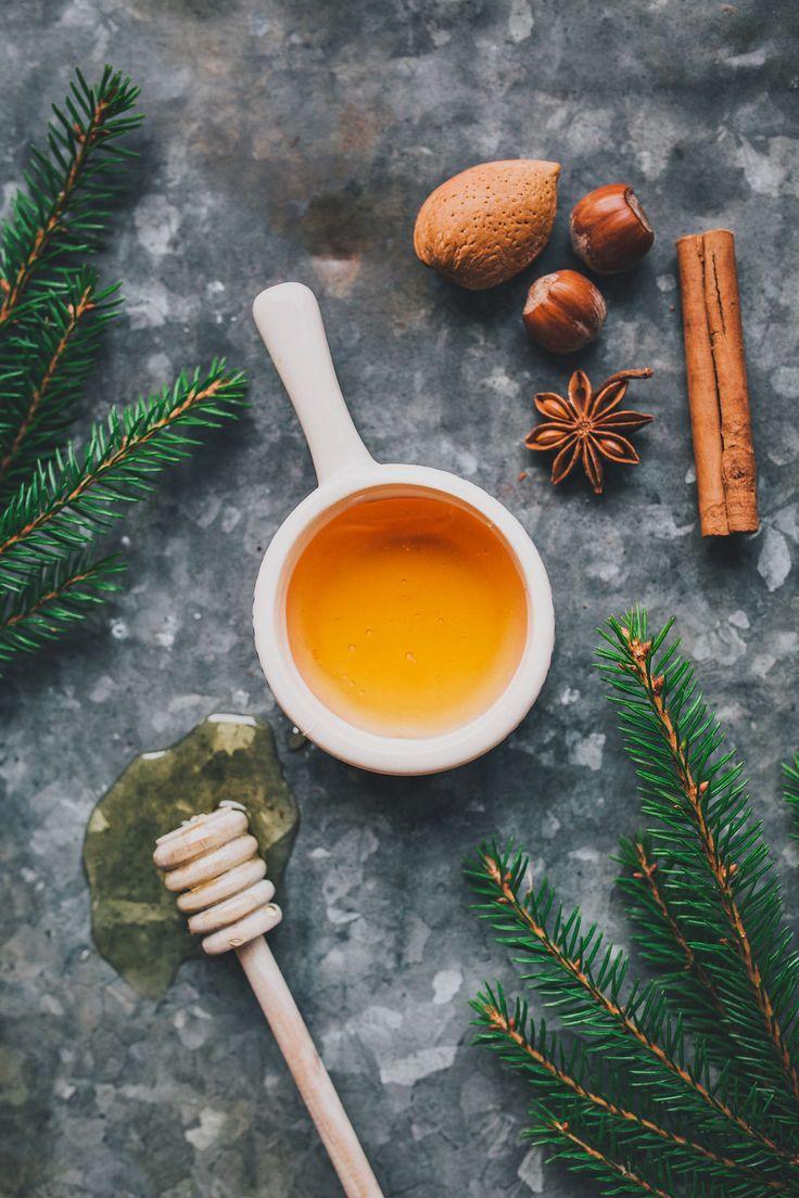 [ Jul-spa: Ansiktsmask med honung ] 1 tsk honung / några droppar arganolja | Rör samman ingredienserna, applicera ansiktsmasken efter ansiktsångbadet. Låt sitta ca 10-15 min. Skölj av med ljummet vatten. Smörj med en ansiktskräm eller ansiktsolja.