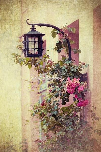 старый уличный фонарь... фрески  http://photodomik.ru/starinnyie-freski-foto.html