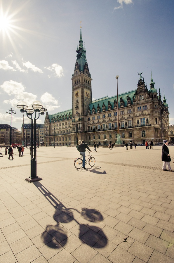 The Hamburg Rathaus is the Rathaus—the city hall or town hall—of Hamburg, Germany. It is the seat of the government of Hamburg, located in the Altstadt quarter in the city centre, near the lake Binnenalster and the central station. // (c)  Evelyne Leveke