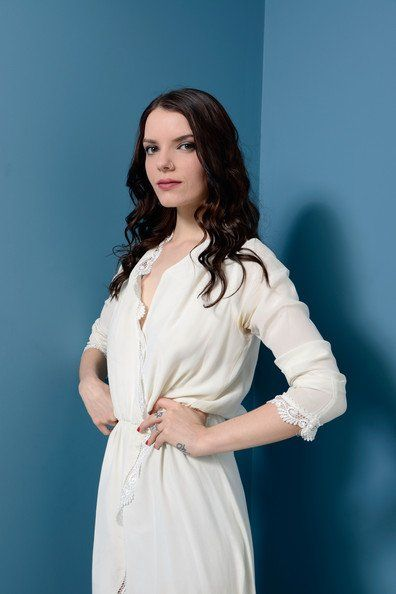 Sianoa Smit-McPhee is Molly Zane. Born February 19992 in Adelaide, south Australia.