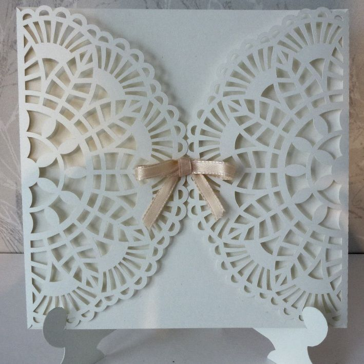Free lace card cut file. Get it HERE: http://www.fam-bjork.se/monicas-hobbysida/en_craft_robo_cards.html