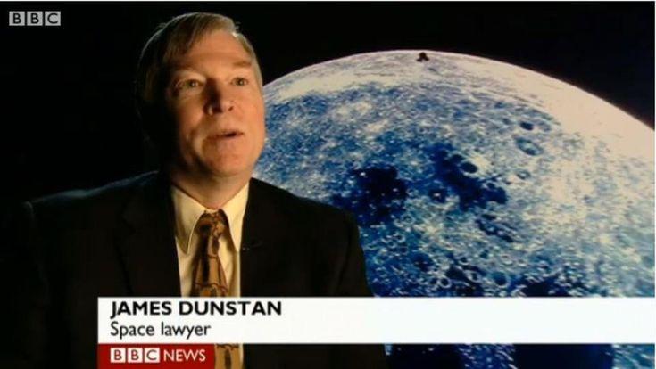 Asuntos legales en el espacio.   - Abogado espacial, necesarios para mantener al día los tratados internacionales para el futuro espacial.