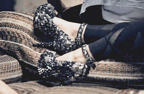 .: Platform Heels, Shoes Fetish, Fashion Shoes, Spikes, Bling Shoes, Glitter Shoes, Fashion Woman, Black Heels, Blink Shoes