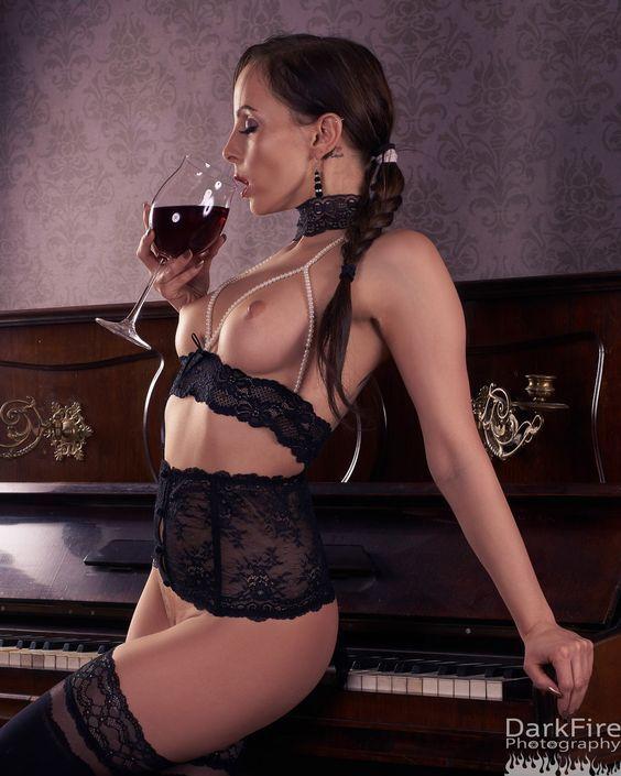 cheap wine naked women