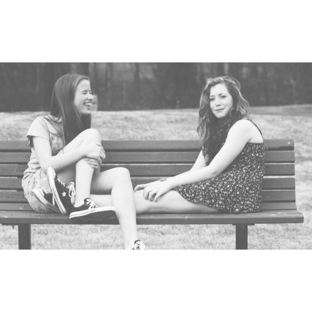 best friend photoshoot ideas. We could all wear converse @georgiagirl550 @alliewasendorf @meflynt