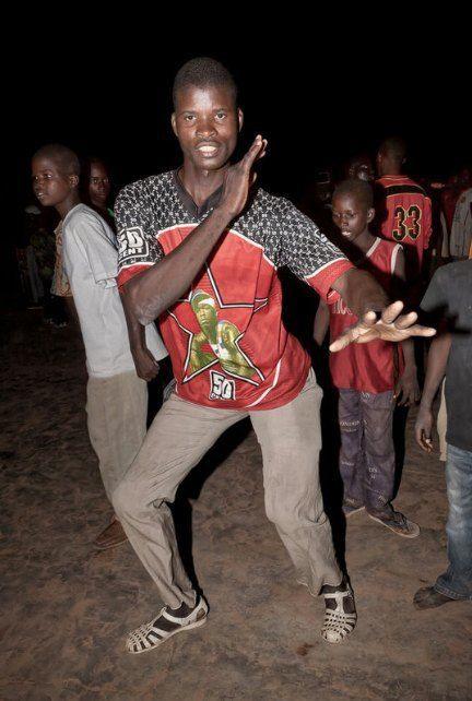 Мы хотим танцевать: Как выглядит сельская дискотека в Африке. Изображение №5.