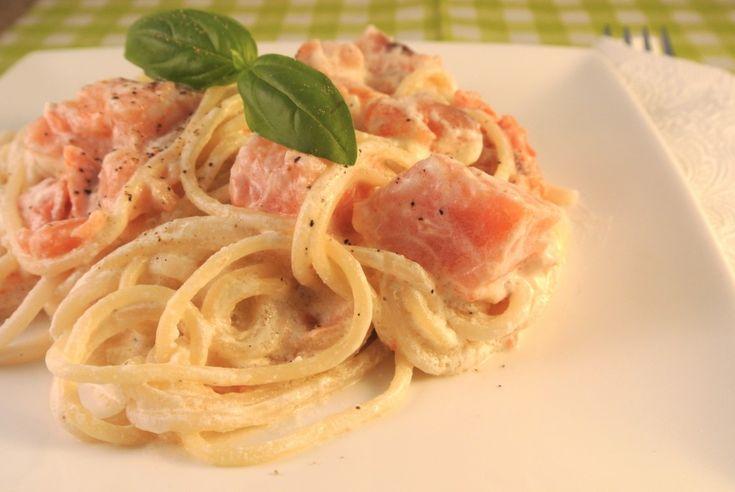 Romige pasta met zalm *tip: ipv creme fraiche --> boursin cuisine en ook beetje rucola NJOM NJOM!