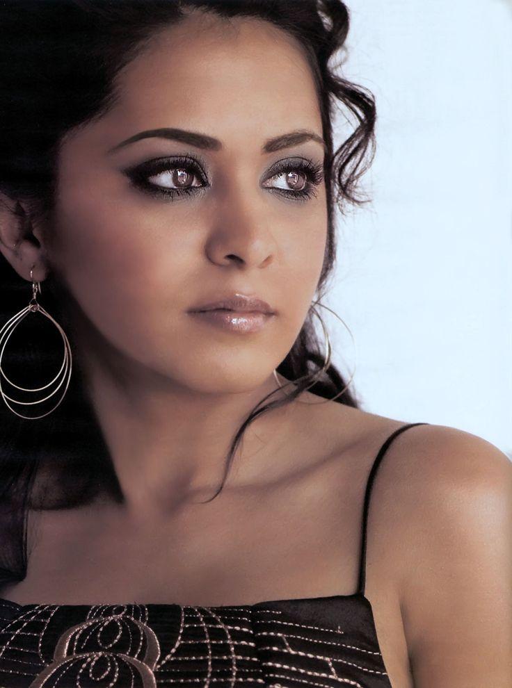 Parminder Kaur Nagra (Leicester , 5 ottobre 1975) è un' attrice britannica di origini indiane .