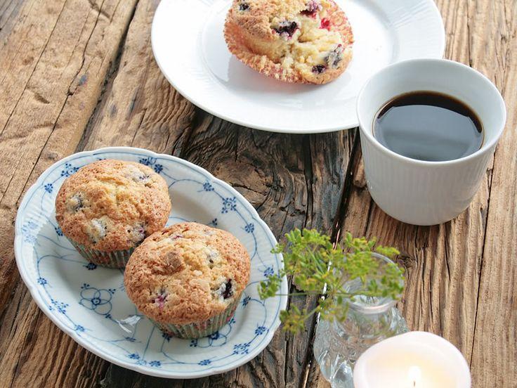 Det er lige nu, du kan plukke de skønneste brombær i naturen, men hvad kan de fine bær bruges? Her er lidt inspiration.  Disse muffins er helt klart mine yndlings – marcipanen giver en lækker sødme og en dejlig sprød top. Og de friske brombær, der er tilpas sure, er en skøn kontrast ....