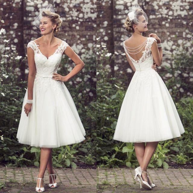 2016 V cou robes de mariée en dentelle Appliqued robes de mariée court thé longueur avec plafonné manches courtes une ligne Custom Made