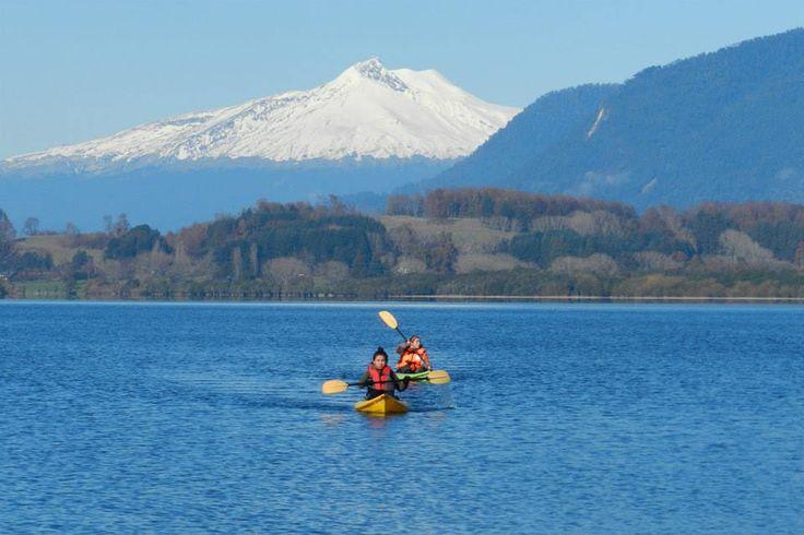 Travesía en kayak en el Lago Panguipulli , Panguipulli Región de los Rios