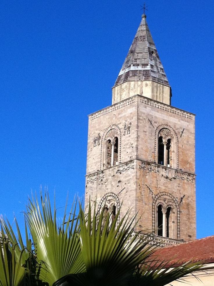 Campanile di Melfi. Melfi's bell tower. 1153. Norman art.