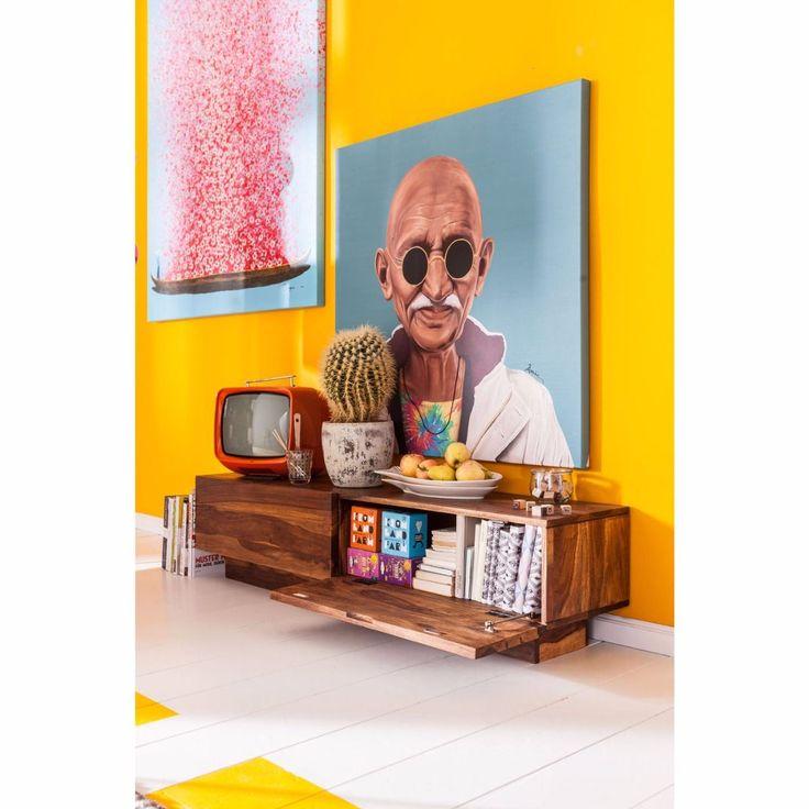 De Authentico Lowboard is van het merk Kare Design. Deze lage kast is 150 cm breed, 35 cm hoog en 35 cm diep. Kan gebruikt worden als televisie kast en geeft door zijn afwerking van lak op basis van water een natuurlijk design. Kan gecombineerd worden met de hele authentico lijn.
