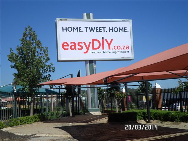 Hello! Look at our billboard. Cool? easyDIY.co.za high in the sky Wag the Dog Publishers recently launched online publication easyDIY.co.za. This Continental Outdoor billboard forms part of the media selected to convey the advertising message . Other elements include online, print and airport advertising.