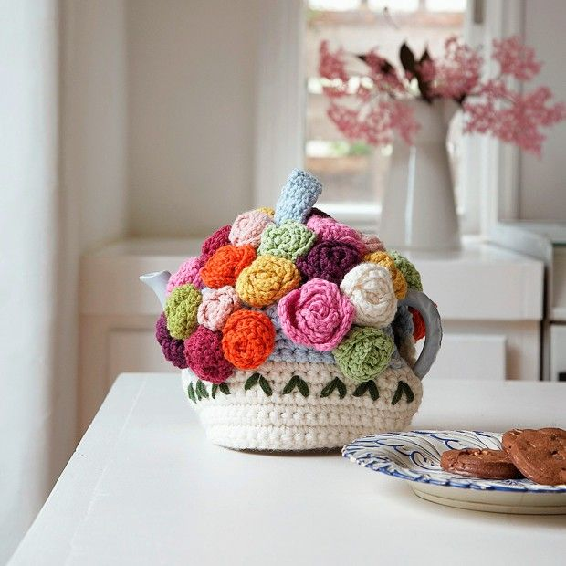 Roses & Posies Tea Cosy - pattern by Nicki Trench Copié