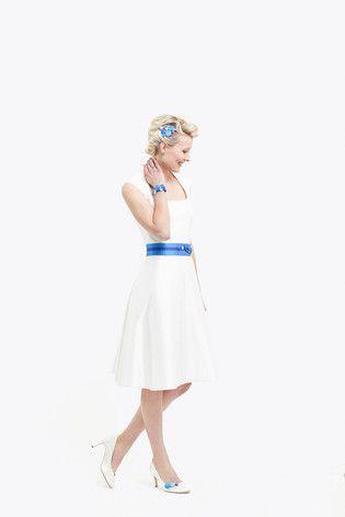noni noni Lieblinge   noni Lieblinge - kurzes Brautkleid mit kräftigen Farben und kleinem Kragen (www.noni-mode.de - Foto: Le Hai Linh)