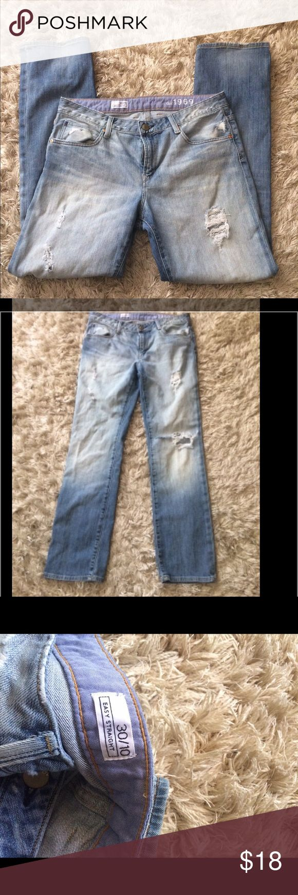 👖 gap women's jeans size30 Very comfortable gap jeans. Ripped up higher on waist. GAP Jeans Straight Leg