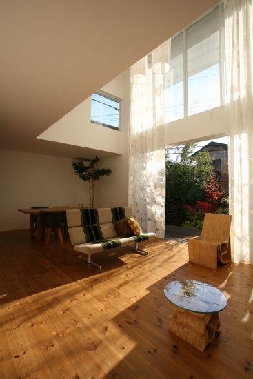 豊かな緑と太陽の光を感じる大開口を持つ家 (Sturdy Style 一級建築士事務所)|吹抜けのある家_タグ|建築実例|埼玉・千葉・東京の注文住宅・建て替えならポラス(POLUS)の注文住宅