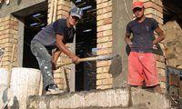 De hulp die Stichting Vluchteling momenteel in Kirgizië biedt staat geheel in het teken van de wederopbouw van openbare en economische infrastructuur in gemeenschappen in de zuidelijke regio's Osh en Jalal-Abad die in juni 2010 zwaar zijn getroffen door etnisch geweld dat vooral de Oezbeekse minderheid heeft getroffen.