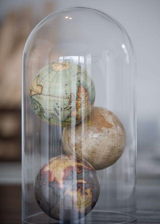Globes sous cloche