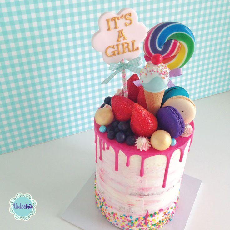 Another beautiful #nakedcake for a baby shower #itsagirl! #pink #pregnancy #celebration#babygirl #baby #chocolatedrip #deliciouscake #creativecake #macaroons