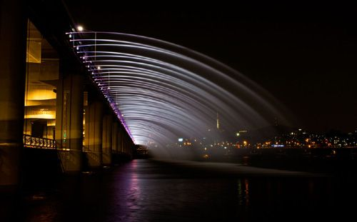 Banpo Bridge Fountain, Seoul, South Korea.