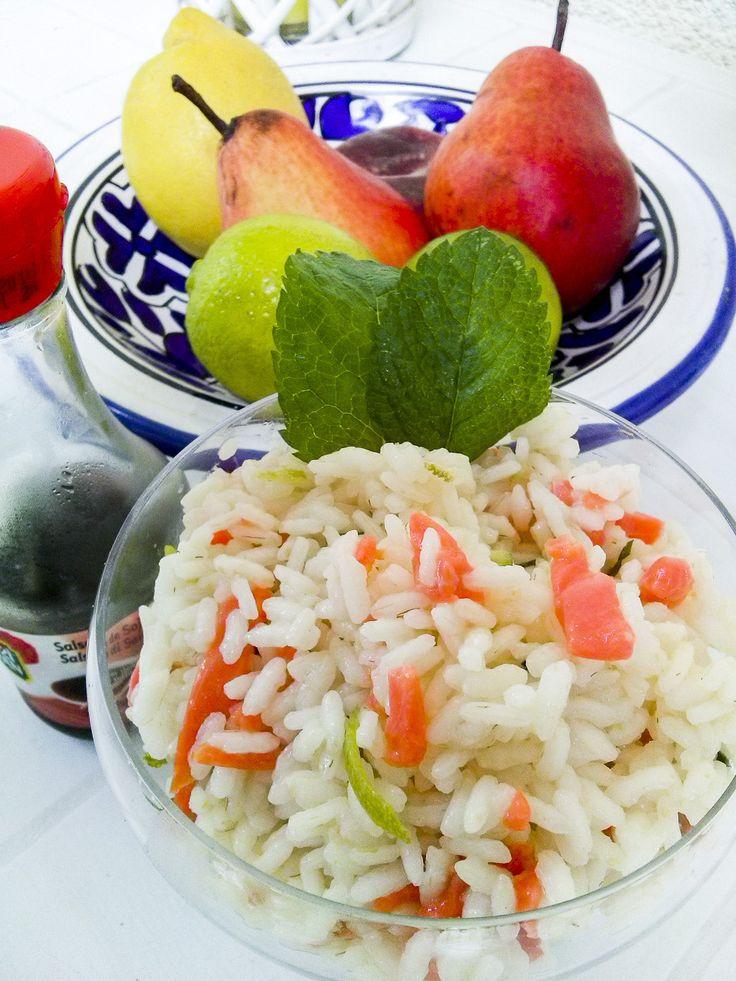 insalata di riso sushi mojito  Su kitchengirl.it voglia di vacanze, di sushi e di mojito... Persino in una semplice insalata di riso!!! Link nella bio!!! #salmone #lime #menta #mojito #Kitchengirl #italianfoodbloggers #inpiattati #dolce_salato_italiano #sapori_e_tradizione #ricetteperpassione #primoitaliano #lci #foodporn #Cucinaveloce #eatammece #clarinafood #timoebasilico #salsadisoia #riso #carnaroli #sushi #cucina