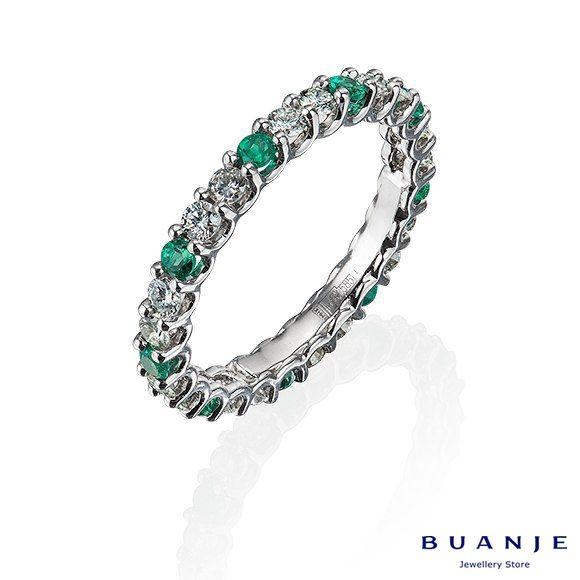 Нежность. Именно это приходит в голову при взгляде на милое и изящное кольцо BUANJE из белого золота с бриллиантами. Нежность прозрачных изумрудов, вплетающихся в блестящую дорожку из белых бриллиантов будет волшебно смотреться на женской руке, придавая ей уязвимость и таинственную прелесть. . Красота и изящество для любимых от BUANJE. . Для заказа пишите в Whatsapp +7 926 362 1555. . . . . . .  #BUANJE #БУАНЖ #ANNABURKOVA#любовь #кольцоизумрудом #москва#спб #золотоекольцо…