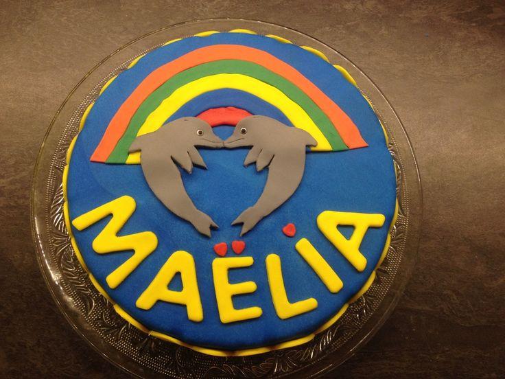 Voici le gâteau que j'ai réalisé pour les 7 ans de ma puce. Elle l'a emmené à l'école pour le partager avec ses copains de classe. Je l'ai terminé hier soir car le grand jour est aujourd'hui. Cette année elle a souhaité des dauphins et un arc en ciel,...