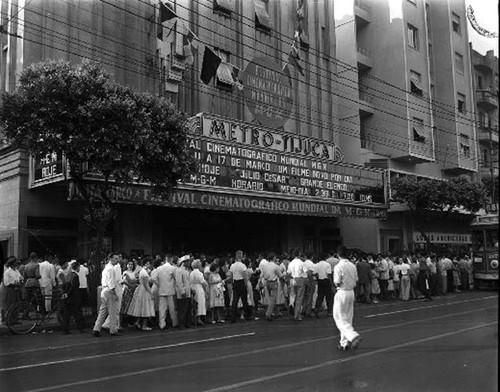 Cinema Metro-Tijuca, na Rua Conde de Bonfim, Praça Saens Peña, década de 50