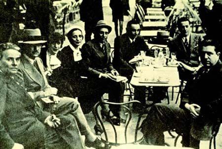 Caffe' Giubbe Rosse Piazza Repubblica 1930: from left: Massimo Bontempelli, Maria Bellonci, Romano Bilenchi, Eugenio Montale