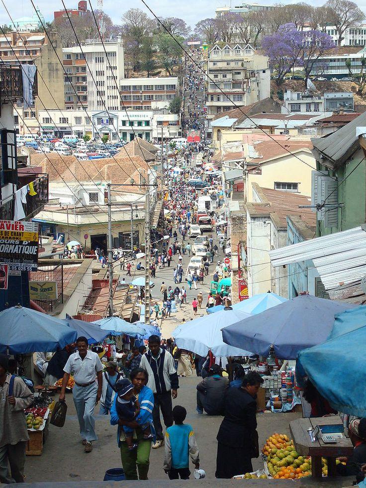 * Antananarivo * Capital de Madagascar. Oceano Índico. População: 20.042.551 habitantes (em 2008).