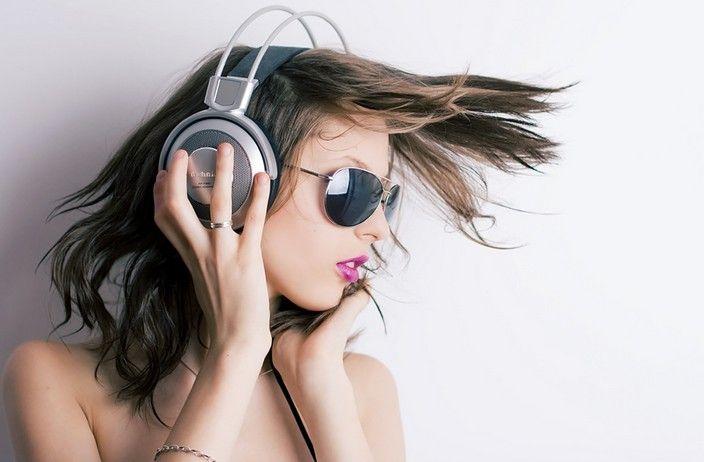 Makna telinga berdenging sebelah kanan -> http://www.venelova.com/momen/makna-arti-telinga-berdenging-sebelah-kanan-kamus-primbon.html