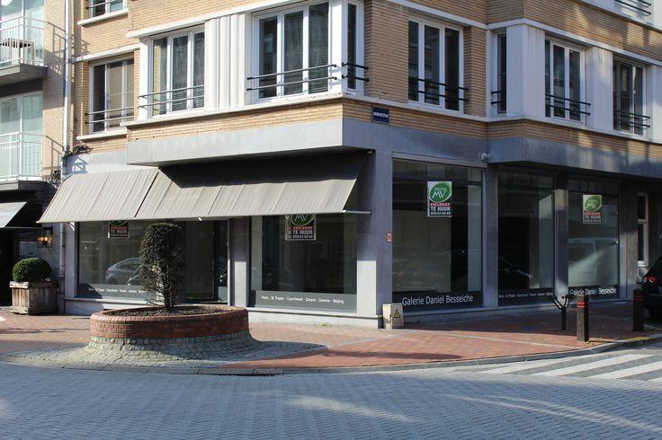 HOEK HANDELSPAND IN COMMERCIELE CENTRUM - KNOKKE #TeHuur Zeer interessant gelegen winkelpand op een uitstekende commerciële ligging op de hoek van de Dumortierlaan en de Diksmuidestraat. Garage met toegang tot winkel. Onmiddellijk beschikbaar.   http://www.immomv.be/site/default.aspx?pagename=detail&pand=1089