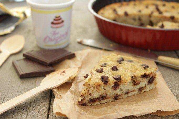 Quand un gâteau aussi simple me comble de bonheur, je ne me lasse de le réaliser. Moelleux, presque fondant, gouteux et gourmand, il rassemble tous les éléments indispensables à mon bonheur gustatif. Et pour ne rien gâcher, il est réalisé sans sucre, sans beurre, sans gluten, sans lactose mais reste tout de même très gouteux grâce à la banane et au chocolat. Ces 2 là me font toujours craquer...