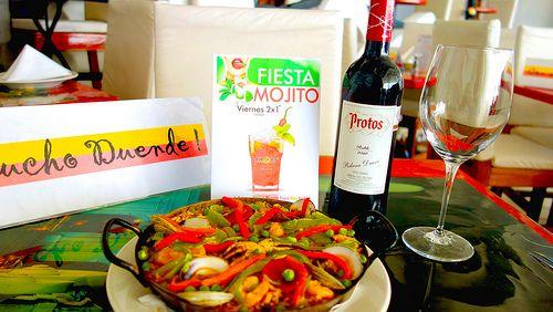 Paella y Vino Protos que maravilla en #restaurant #bar #sirocco #acapulco #instagram #mextagram #mexico #df #mty #gdl #qro #puebla #cuerna #toluca #guerrero #paella #tapas #gourmet