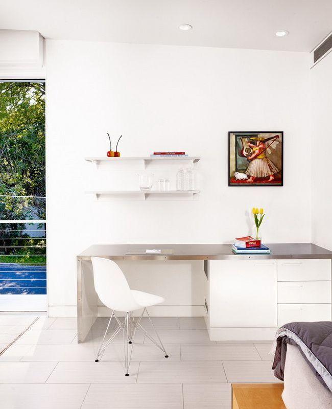 Письменный стол (47 фото): как выбрать хороший стол для работы http://happymodern.ru/pismennyj-stol-44-foto-kak-vybrat-xoroshij-stol-dlya-raboty/ Элегантный белый стол в минималистском дизайне