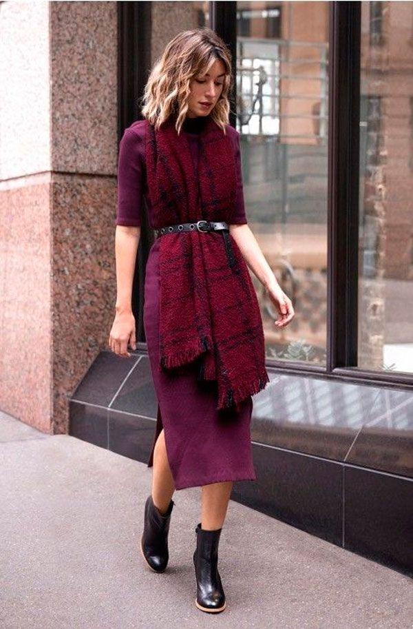 E que tal acinturar o acessório com um bom cinto por sobre um vestido midi? As peças ficam ótimas em um look monocromático. Para testar já!