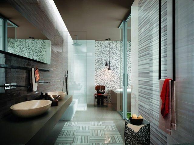 carrelage salle de bains  avec rayures pour un espace de détente impeccable