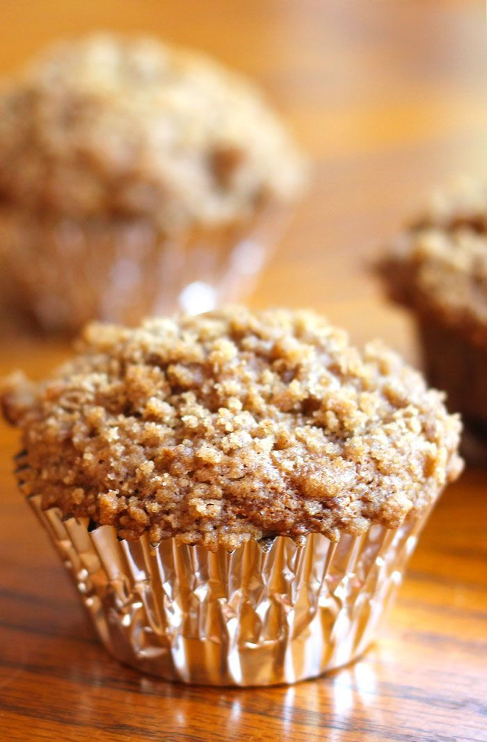 Skinny Banana Streusel Muffins - lightly sweetened and super delicious!