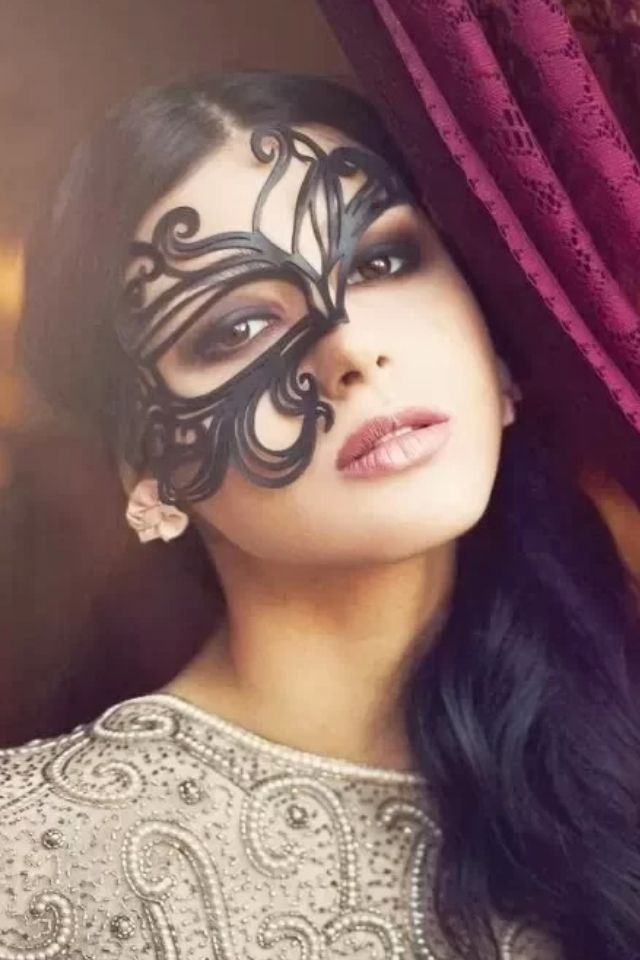 Belle of the masquerade (perfect eye makeup for that mask)