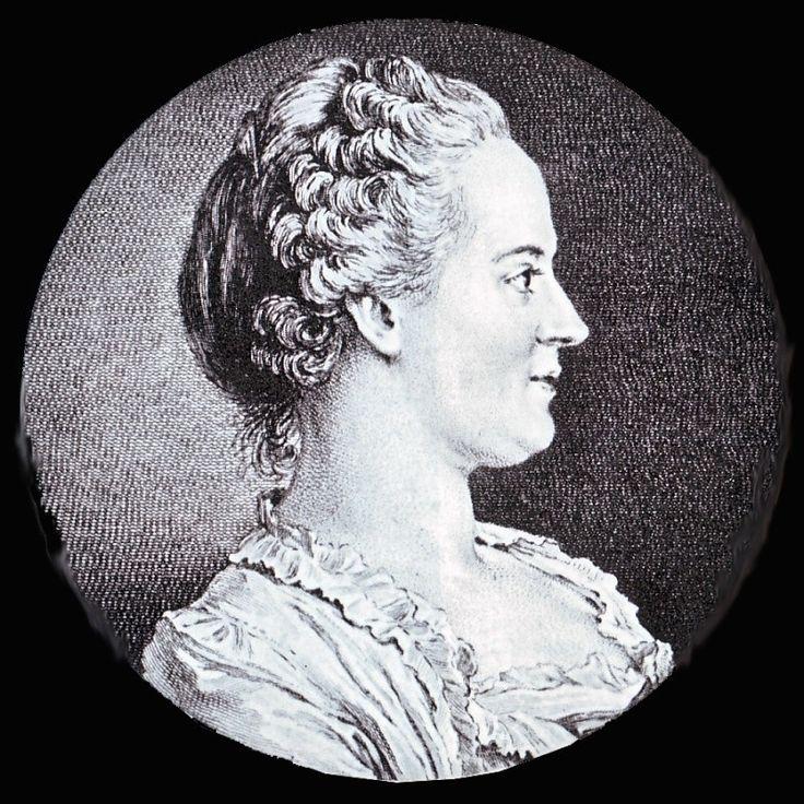Un des éléments les plus caractéristiques de la coiffure des femmes sous Louis XV est le tapé . On désignait sous ce nom une coiffure dégageant le front : on relevait les cheveux et on les crêpait menu de façon à former une sorte d'auréole ou de diadème autour du visage, tandis que les cheveux de derrière restaient lisses. Pour faire tenir les mèches droites autour du front, on fixait en dessous des mèches une sorte de petit coussin de taffetas noir rempli de crin ou de coton qui était…
